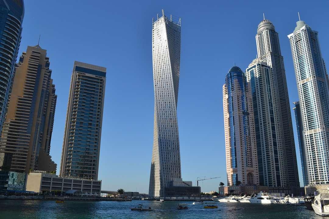 Dubai cho xây dựng tòa nhà chọc trời xoắn ốc đầu tiên trên thế giới - Ảnh 1
