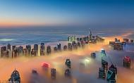 Bình minh Dubai trong lớp sương mù nhiều mầu sắc