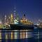 Khám Phá Khách Sạn Nổi Ngoài Khơi Xa Hoa Ở Dubai