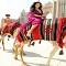 Ngắm nhìn Kim Kardashian cưỡi lạc đà trên guốc 15cm ở Dubai