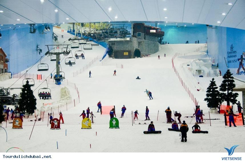 Dubai xây dựng khu trượt tuyết nhân tạo dài nhất thế giới - Ảnh 1