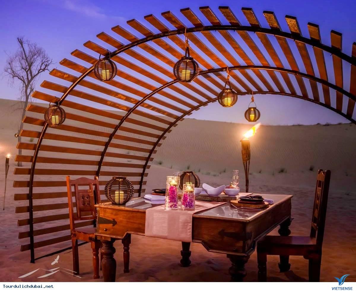 Khám Phá Hành Trình Cho Bữa Ăn Tối Trên Sa Mạc Safari