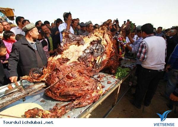 Lạc đà nhồi thịt – ngon độc lạ chỉ có ở Dubai - Ảnh 2