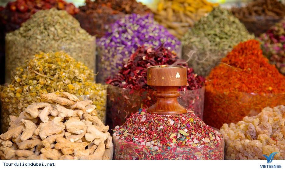 Lạc lối trong chợ gia vị Spice Souk ở Dubai - Ảnh 1